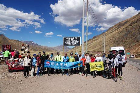 挑戰翻越庫斯科和普諾之間的海拔4350公尺Abra La Raya Pass山口