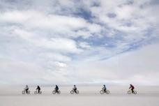 第一支在烏尤尼鹽沼騎行的亞洲單車團隊