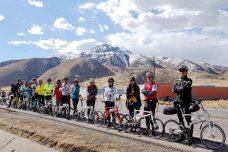 騎行在海拔四千多公尺的秘魯安地斯高原